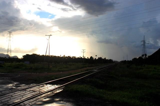 Rieles del tren que llevan al bauxita desde los Pijiguaos hasta Puerto Ordaz