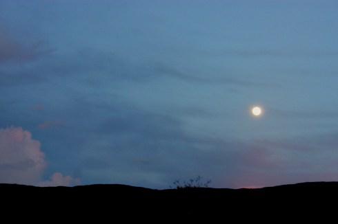 Luna llena, vista desde la piedra El King Kong, en Maniapure, Edo. Bolívar, Venezuela